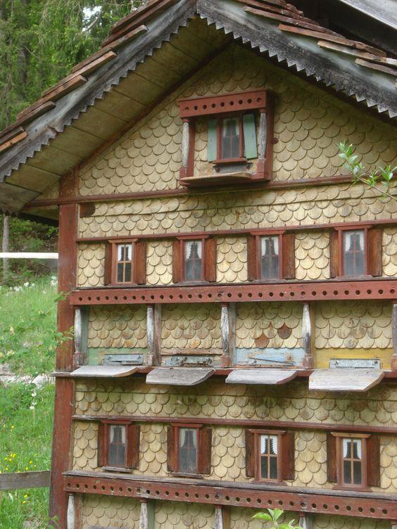 Stup in forma de casa