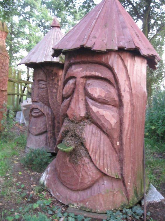 Stupi sculptati statuieta