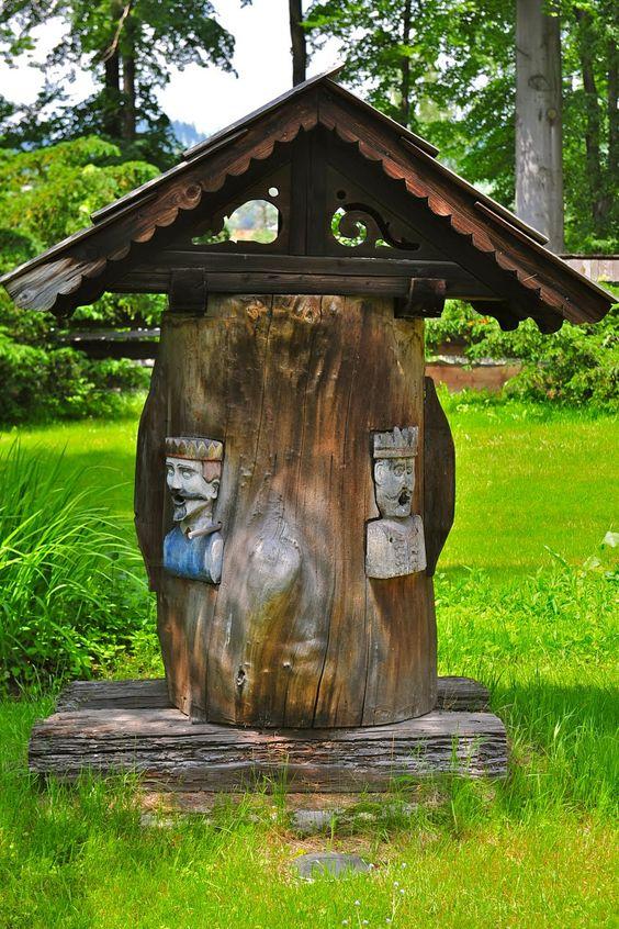 Stupi sculptura in lemn